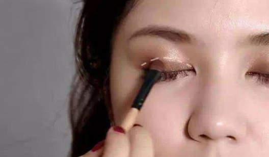 《小白入门基础化妆步骤》化妆课程