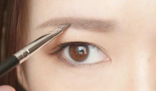 《快速修剪眉毛》化妆课程